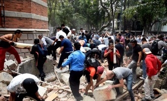 Real Earthquake strikes during Earthquake drill at Mexico