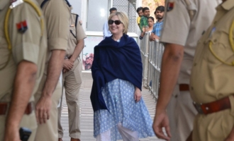 Hilary Clinton injured during India visit