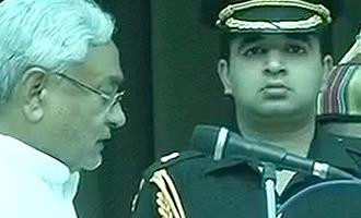 நேற்று ராஜினாமா: இன்று மீண்டும் முதல்வராக பதவியேற்பு