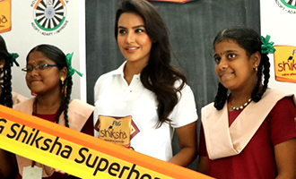 Actress Priya Anand and tha Students of Shiksha Movement Event