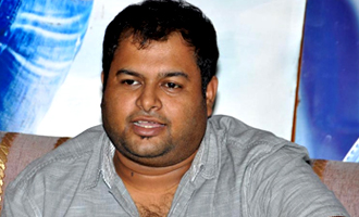 S.S. Thaman gets an unforgettable gift from Virender Sehwag