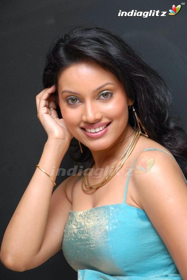 Nikki Das Gallery Telugu Actress Gallery stills images clips