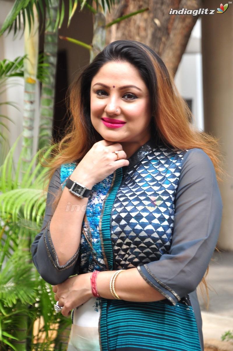 priyanka upendra photos telugu actress photos images