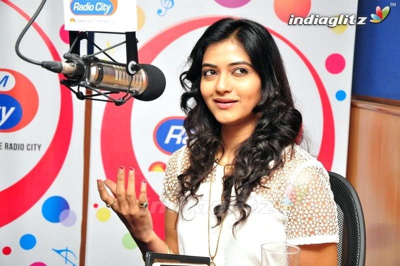 ... Radio City gallery clips actors actress stills images - IndiaGlitz.com