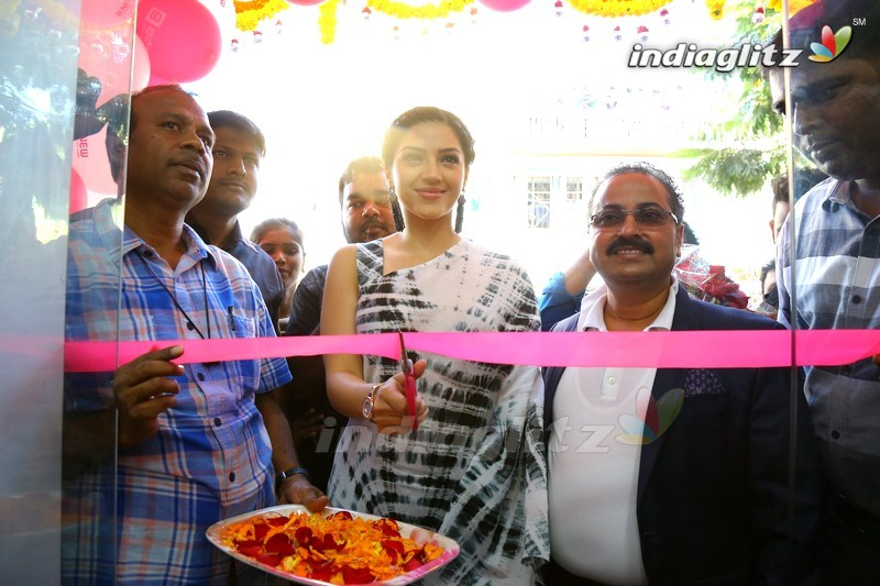 Mehreen Launch B New Mobile Store