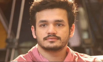 Akhil to romance Dutch model