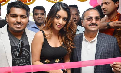 Anu Emmanuel Launches  B New Mobile Store At Yemmiganur
