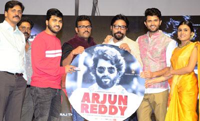 Vijay's zany speech marks 'Arjun Reddy' pre-release event