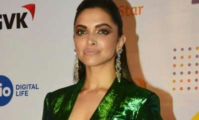 Deepika is looking like a 'joker'!