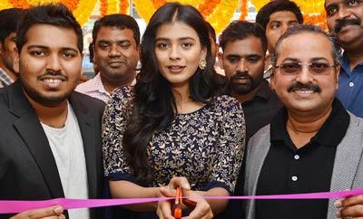 Hebah Patel @ B New Mobile Store Launch