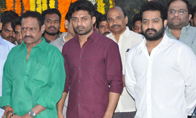 Celebs Pays Tribute At NTR Ghat