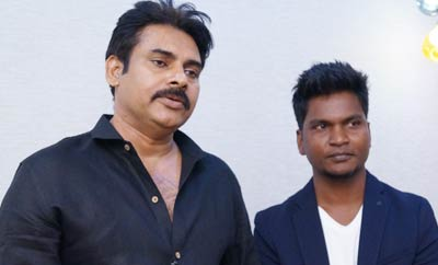Pawan Kalyan blesses salon by launching it