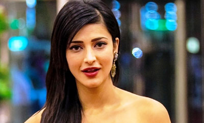 Shruti's hug with boy friend caught on camera