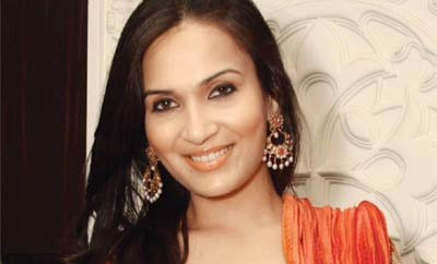 Soundarya wades into nepotism debate