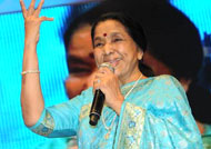Asha Bhosle gets 'starry welcome' at concert