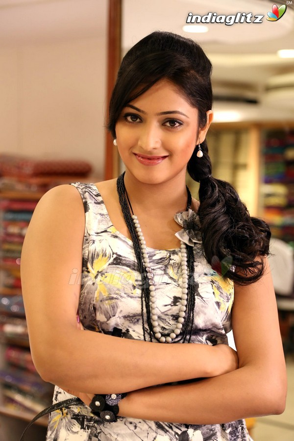 haripriya actress wiki