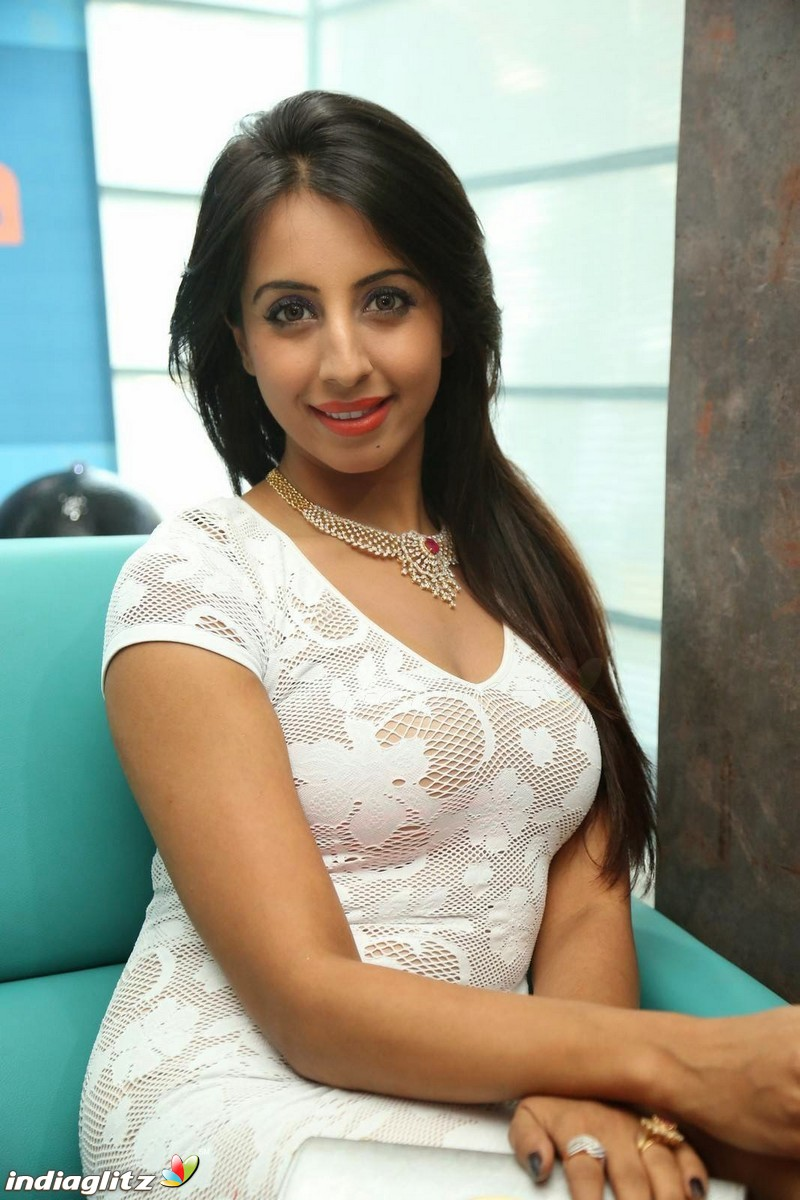 sanjjanaa archana hot videos
