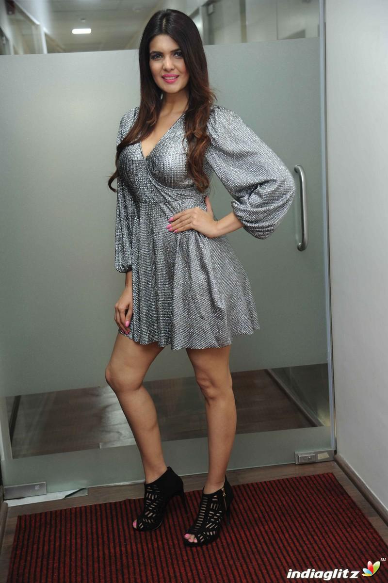 dress in hindi