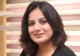 Pooja Gandhi shifts loyalty