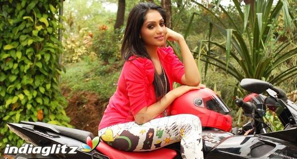 Malayalam Actress Arya Image: Malayalam Actress Gallery Stills Images