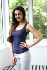 aishwarya arjun height