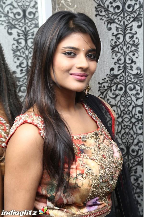 Aishwarya Rajesh - தமிழ் Actress Image Gallery