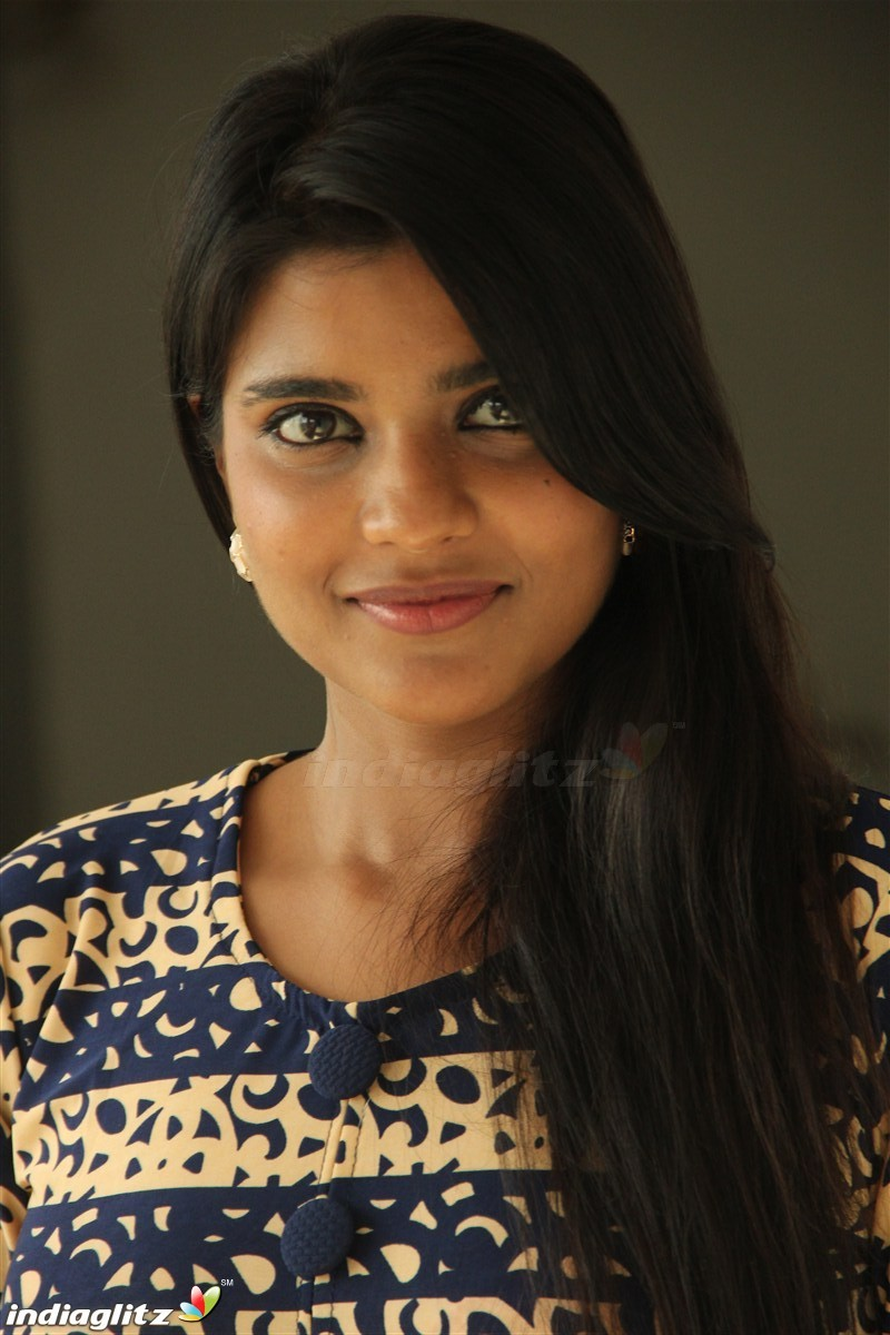 aishwarya rajesh in jomonte - photo #44