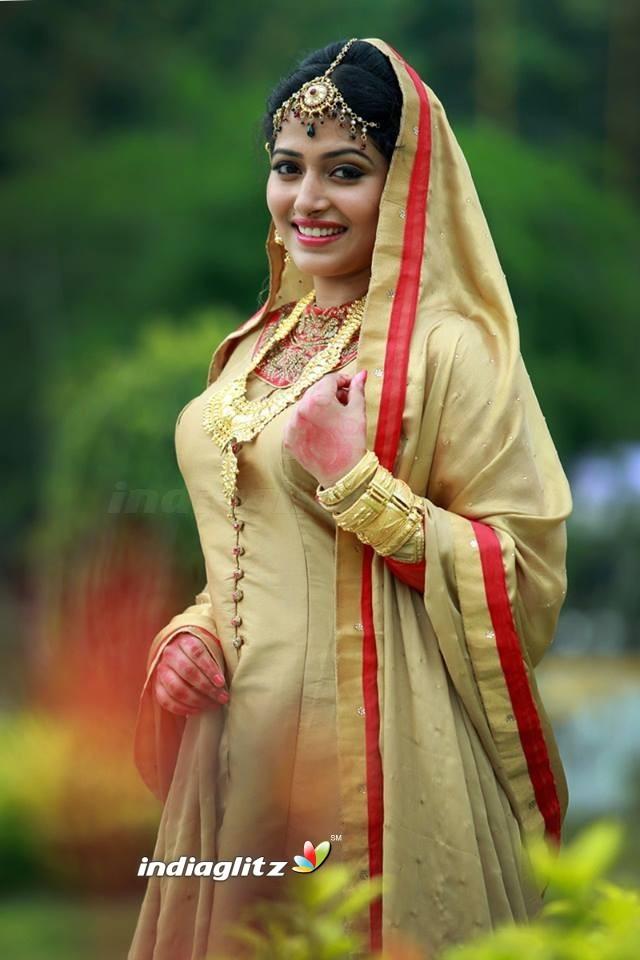 anu sithara   malayalam actress image gallery