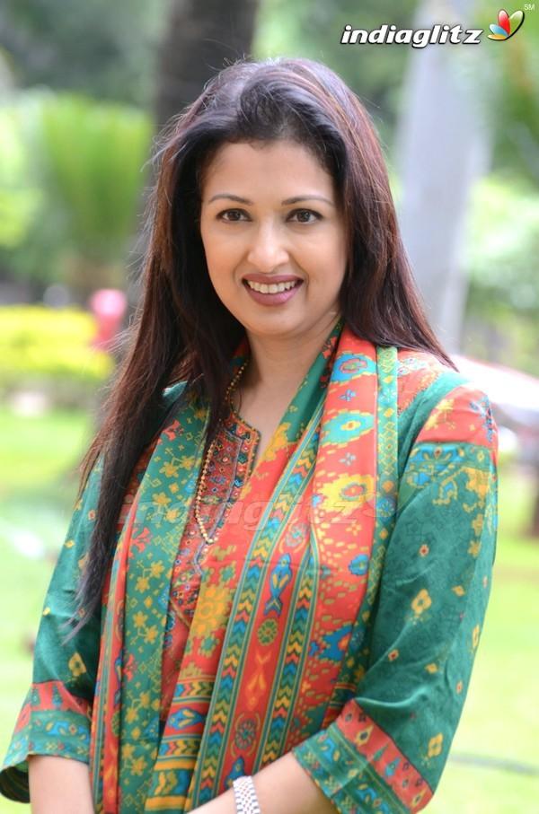 Gautami Bollywood Actress Image Gallery