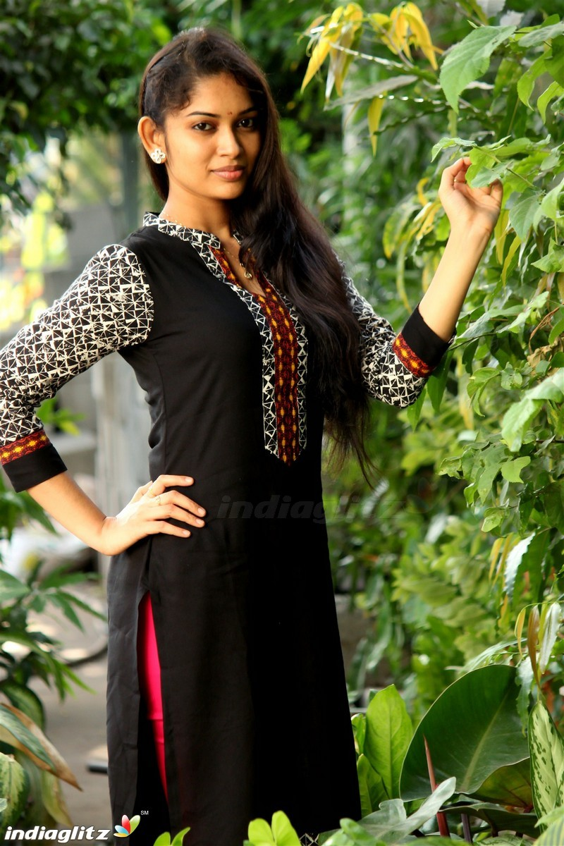 Sri Priyanka Tamil Actress Image Gallery