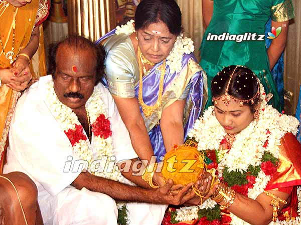 The gallery for --> Tamil Actor Vadivelu Wife Photo Vadivelu Daughter Kavya Marriage
