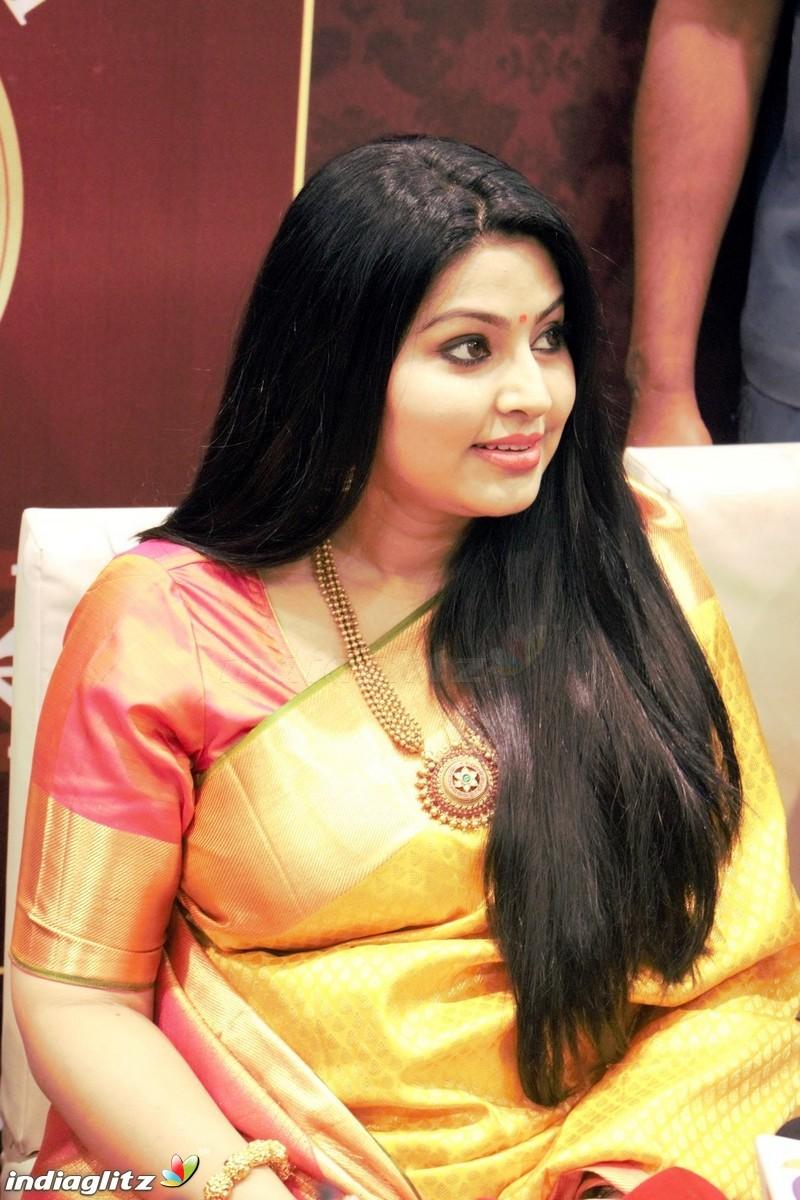 Heroine Hair Styles Actress Sneha Haircut Haircuts Models