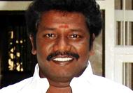 சசிகலாவை ஆதரிக்க ரூ.5 கோடி. கருணாஸ் மீது புலிப்படை நிர்வாகிகள் புகார்