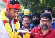பூஜையுடன் தொடங்கியது விஷாலின் 'சண்டக்கோழி 2'