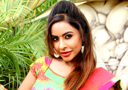 Sri Reddy arrives in Chennai - Targets Kollywood heroines