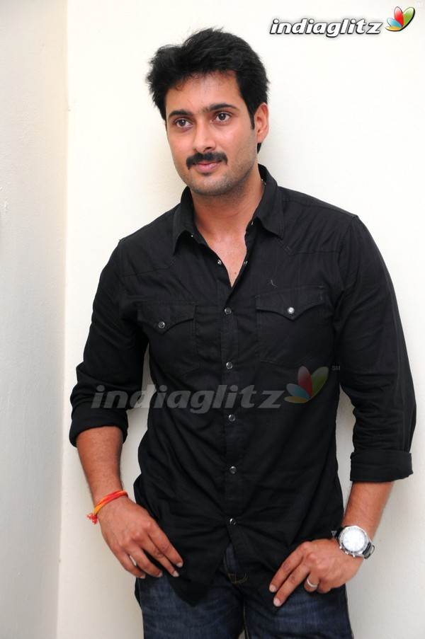 Uday Kiran Gallery - Telugu Actor gallery, stills, images ...
