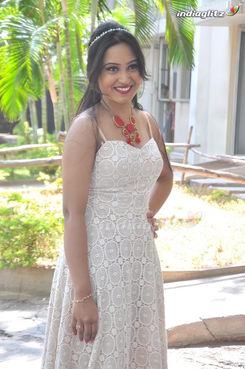 kannada-actress-amulya-naked-fidelity-preggo-free