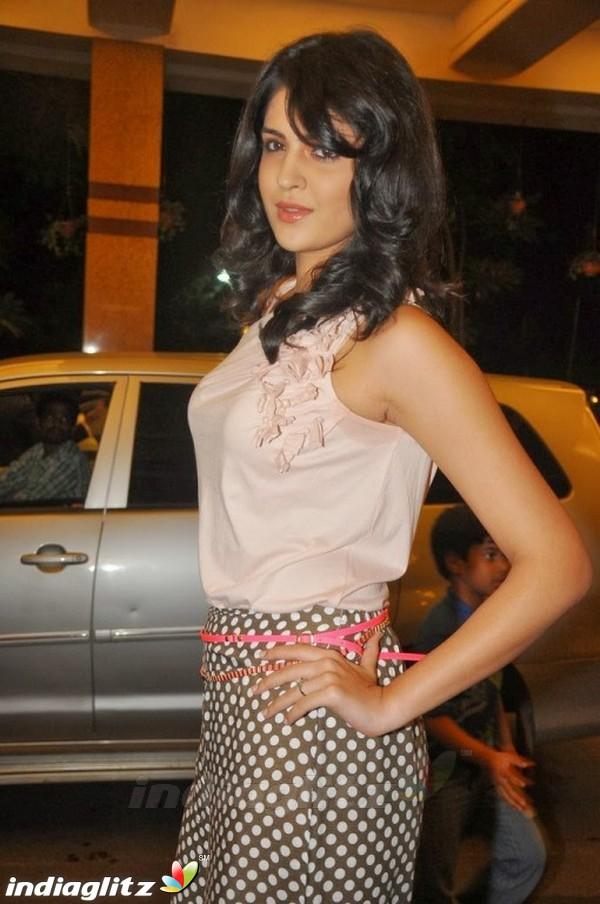 Deeksha Seth Telugu Actress Image Gallery