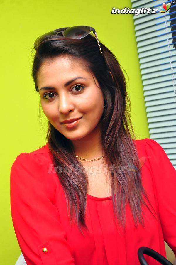 telugu actress madhu shalini - photo #44