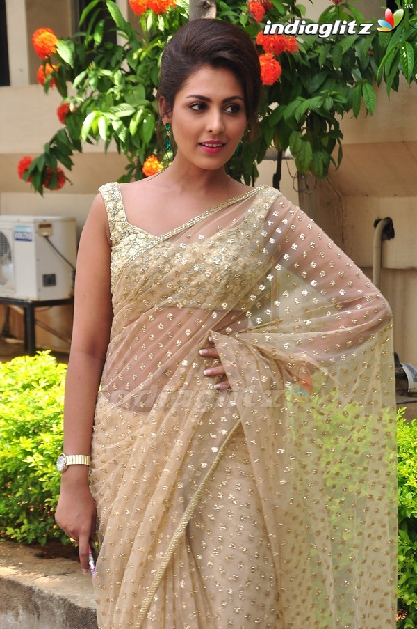 telugu actress madhu shalini - photo #43