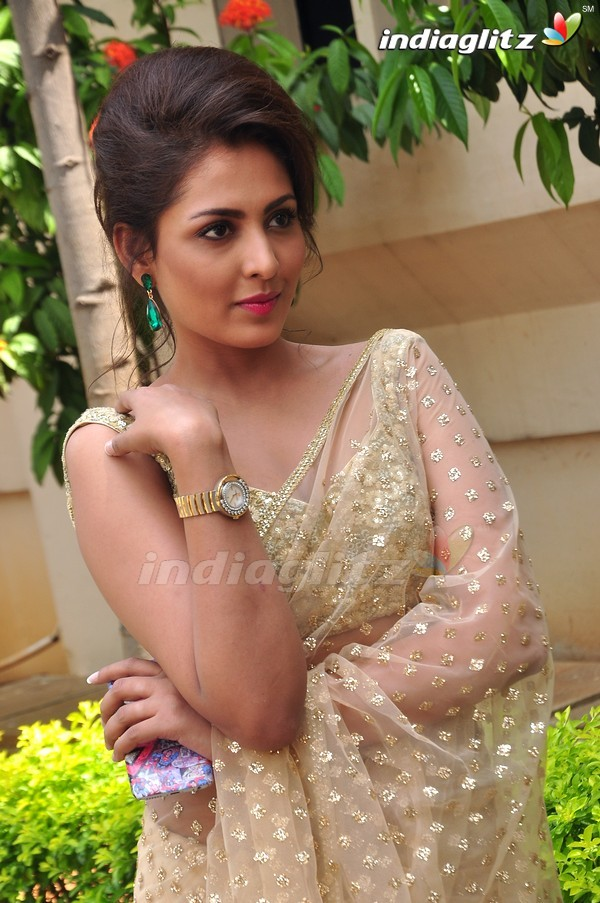 telugu actress madhu shalini - photo #41