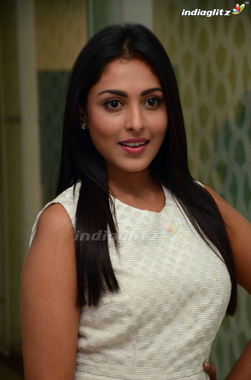 telugu actress madhu shalini - photo #4