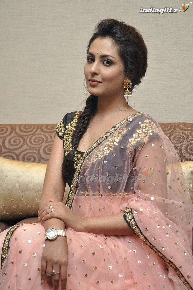 telugu actress madhu shalini - photo #5