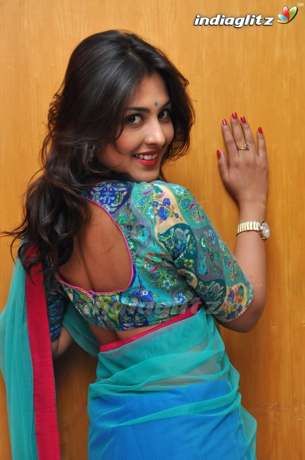 telugu actress madhu shalini - photo #19