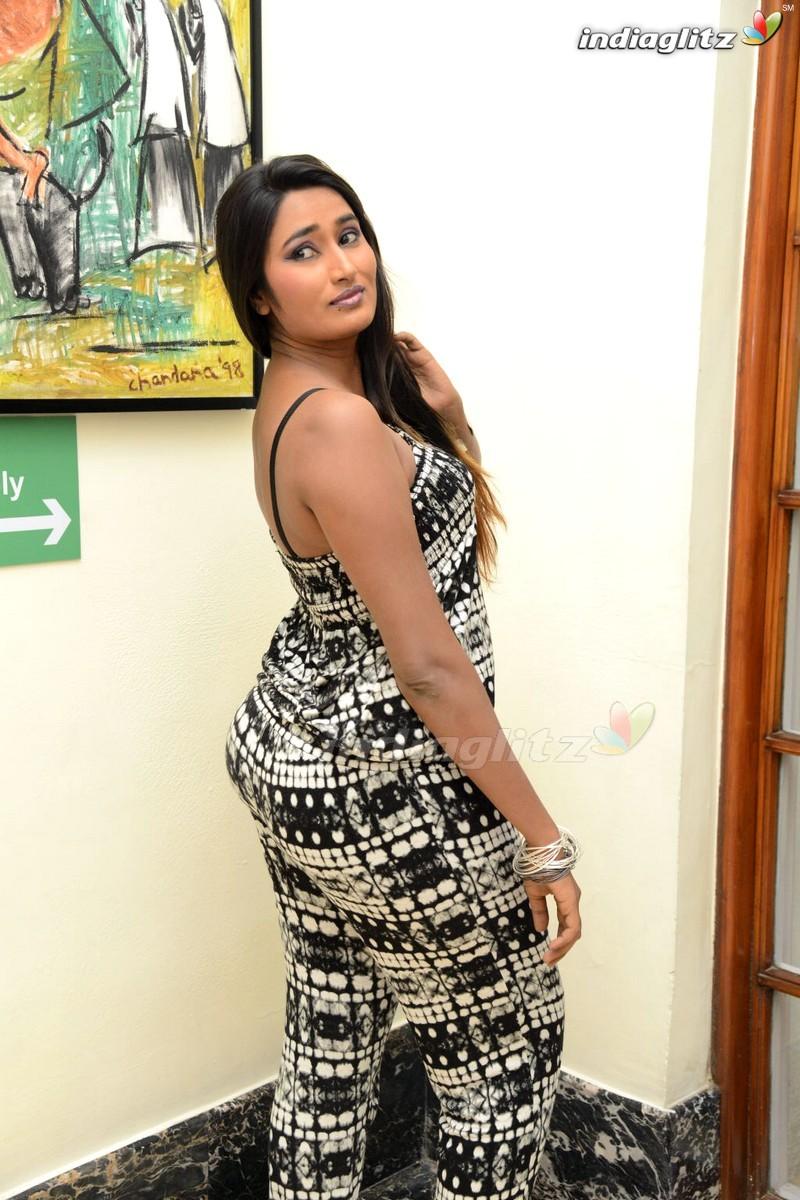 swathi naidu   bollywood actress image gallery