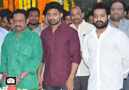 Celebs Pays Tribute At NTR Ghat Gallery