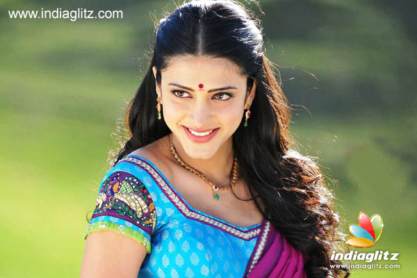 Shruti to lend voice for Tamannah